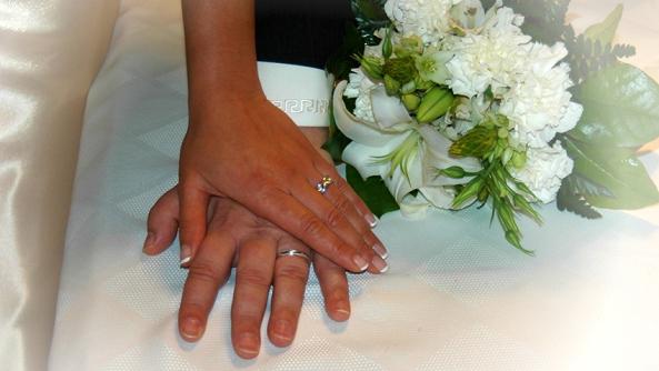 Errores cometen mujeres hombres matrimonio boda separacion divorcio problemas discusiones ayuda psicologia parejas grupo autoayuda ansiedad depresion anillo ramo manos vestido novia novio celebracion