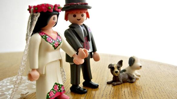 Creencias falsas sobre amor toxico playmobil famobil clic clicks perro novia novio boda matrimonio divorcio estima seduccion traje boda vestido flores mesa pelirrojo morena jugutes