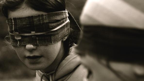 Expresar sentimientos asertividad asertiva venda ojos ceguera amistad autoimagen proyeccion psicologica terapia autoayuda mirada celos ciego