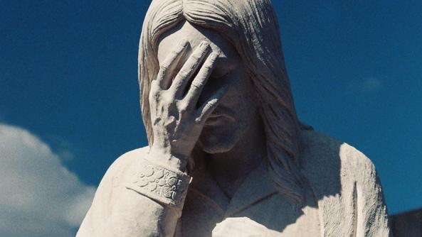 Seguridad miedo publico inseguridad autoestima estatua mano Jesucristo preocupacion cielo cristianismo