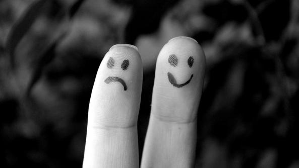 Enfado ira colera rencor odio inteligencia emocional dedos sonrisa tristeza mano emociones sentimientos vida pareja afecto afectividad