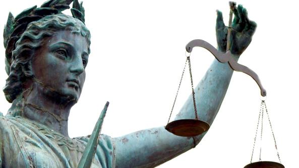 creencias injusticia fracaso critica pensamientos juicios juzgar condenar estatua romana