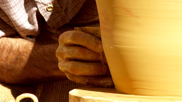Mentalidad acero arcilla flexibilidad rigidez muerte vida perspectiva salud psicologia Walter Riso alfareria alfarero barro manos artesano torno vasija