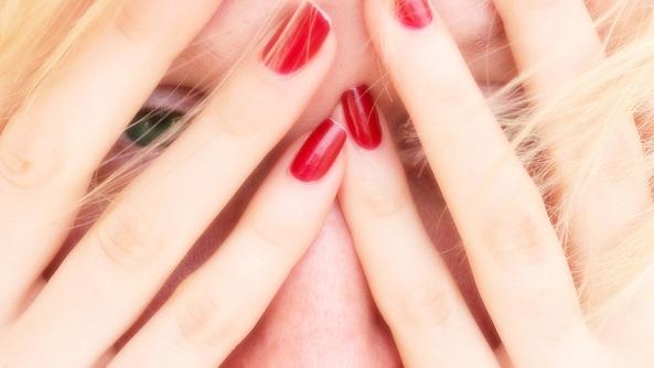 Miedo cambio crisis terror sufrimiento ansiedad estres psicologia angustia pintadas dedos rubia susto panico estres shock traumatico
