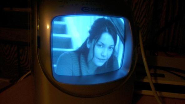Tele Television telebasura controlar manipular tergiversar difamar publicidad consumismo comprar imagen