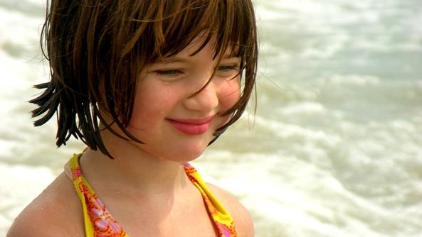 Amarse autoestima amor afecto autorespeto valor inseguridad miedo soledad ego apego hijos playa mar sonrisa pelo traje tirantes labios
