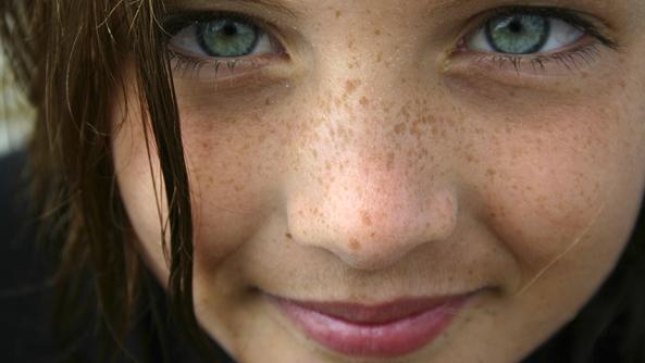 Descripcion ojos mirada glauca chica cara pecas completo despertar consciencia wayne dyer autoestima autoayuda zonas erroneas psicologia libro