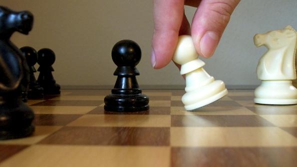 Automotivacion motivacion coaching coach PNL fuerza voluntad animo logro solucion felicidad ajedrez peon accion miedo panico paralisis movimiento accion