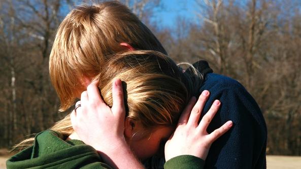 Llorar amistad depresion consolar lagrimas compasion duelo muerte ayuda miedo ansiedad estres psicologia autoayuda inteligencia emocional habilidades emocionales