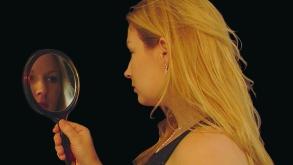Ley espejo reflejo proyeccion psicologica terapia tratamiento ira odio amor colera projimo trauma herida sanacion miedo amenaza