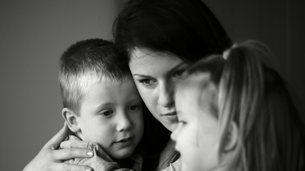 Madre hijos amor maternal maternidad embarazo padres cuidar educacion traumas creencias posesividad posesiva miedo soledad dependencia angustia terror herida