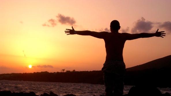 abrazo atardecer espiritualidad budismo brazos iluminacion